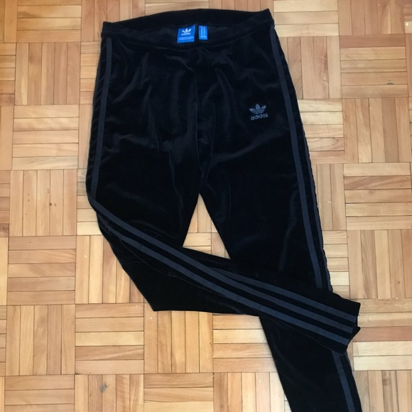 Velvet black Adidas leggings!
